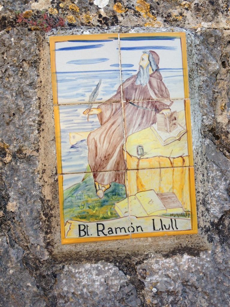 Bemalte Kacheln erweisen dem Seeligen Ramon Llull die Ehre