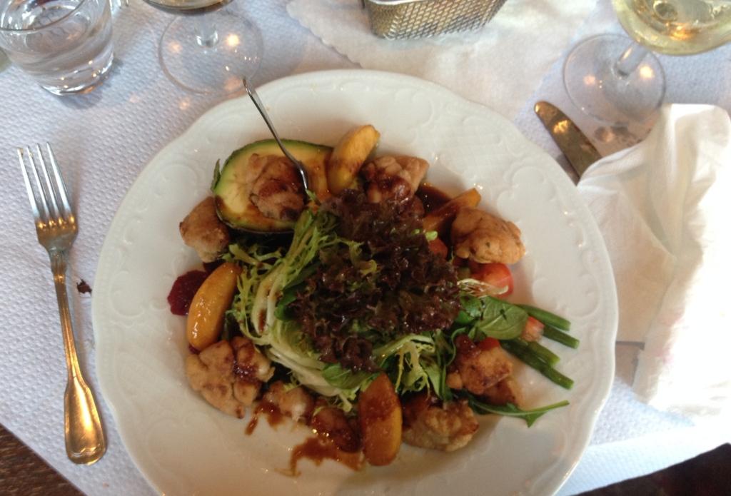 Nicht viele Gastronomen trauen sich das: Kalbsbries an Salat