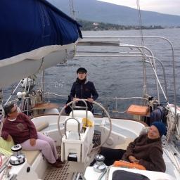 Zum Essen auf einem Boot