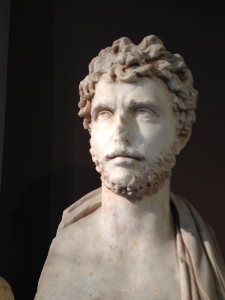 Ein hübscher junger Mann aus dem Archäologischen Museum (ca. 500 vor Christus)