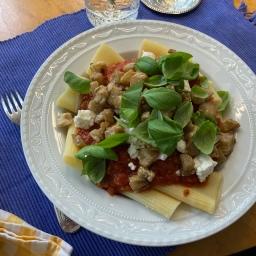 Tomaten-Ricotta-Nudeln mit Aubergine