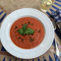 Tomatensuppe mit gebratenen Kapern