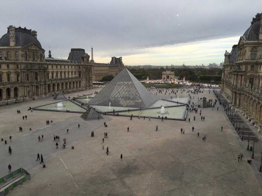 paris-louvre-pyramide