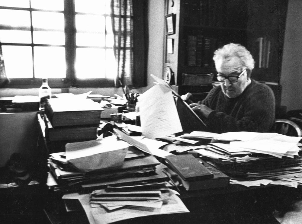 Robert Graves am Arbeitsplatz