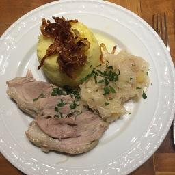 Eisbein auf Sauerkraut