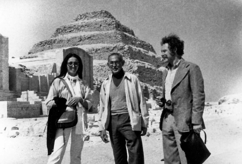 331 1979-03-Saqqarah with Hassan-005