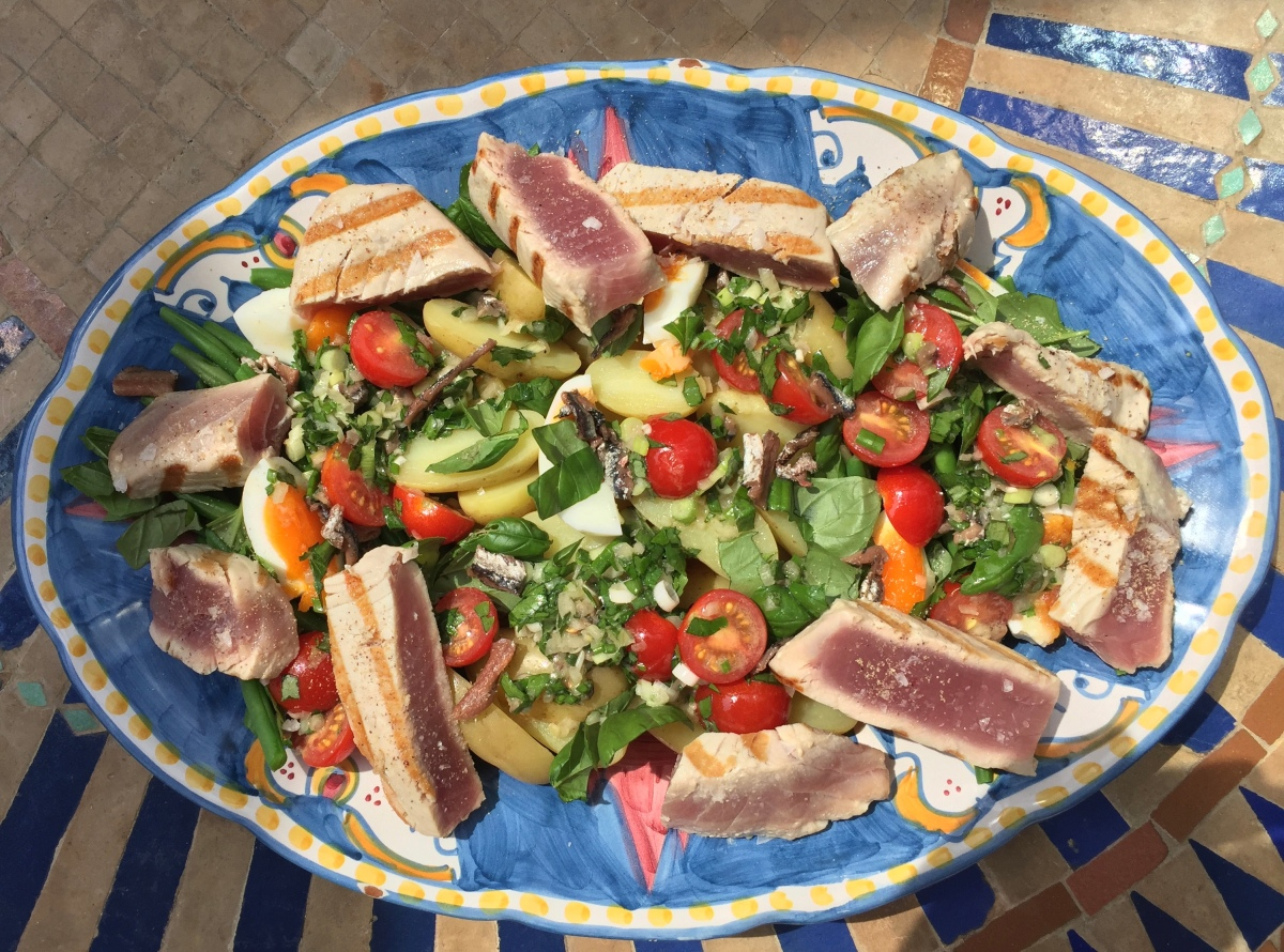 Salat Niçoise mit frischem Thunfisch